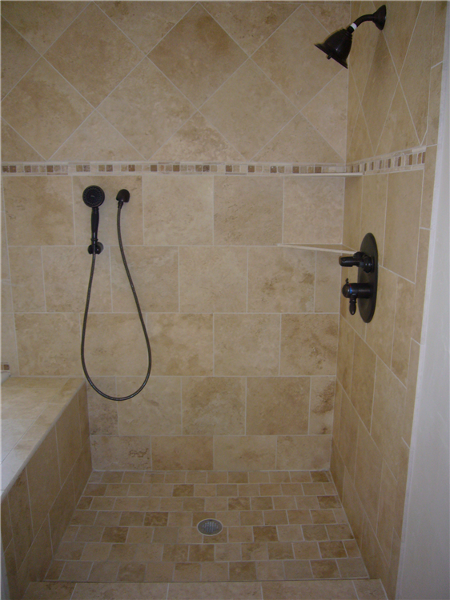 This is a nice shot of the tile design with accent tile installed.